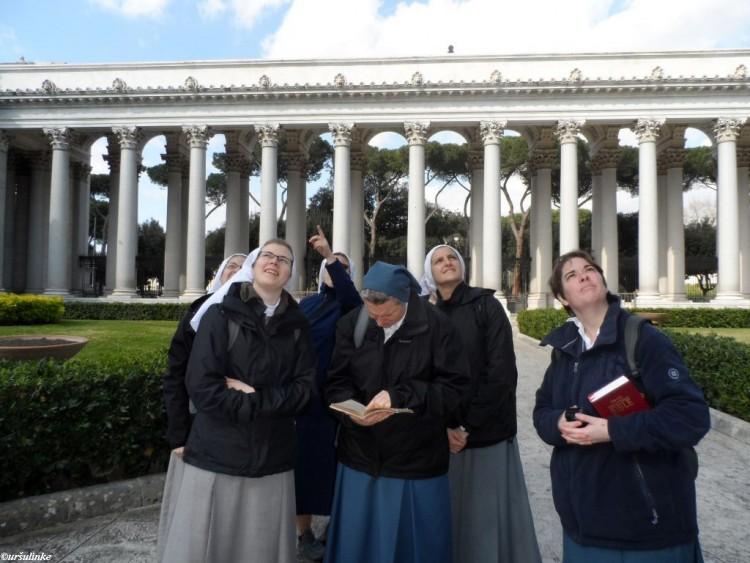V tihem tednu smo se odpravile na romanje po štirih papeških bazilikah po Rimu. Bilo je tudi zares tiho romanje saj smo večino časa prehodile v tišini in molitvi.